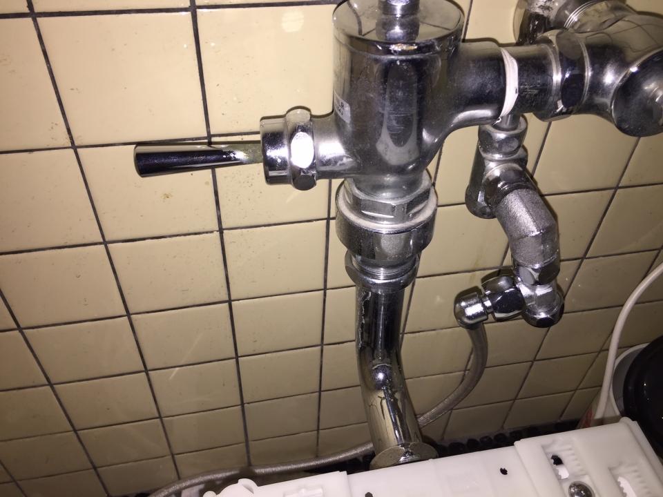 東広島市八本松町 トイレ水漏れ フラッシュバルブ 修理
