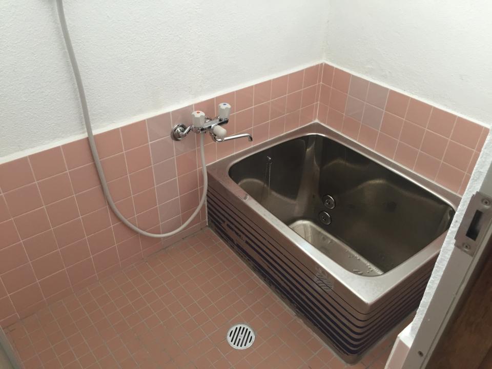 呉市東中央 浴室リフォーム アパートリフォーム シャワー 給湯器取り付け