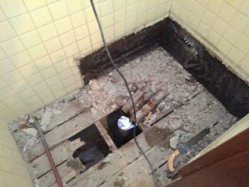 和式トイレ 解体中